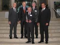Prof. Dr. Walter Anheier mit der EDA-Medaille