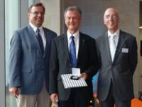 Prof. Dr. Günter Elst mit der EDA-Medaille